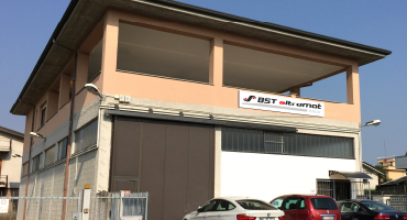 Building with a banner of BSTe Italia